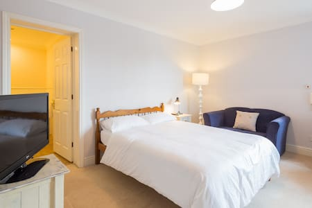Private room by river& park by City - Cambridge