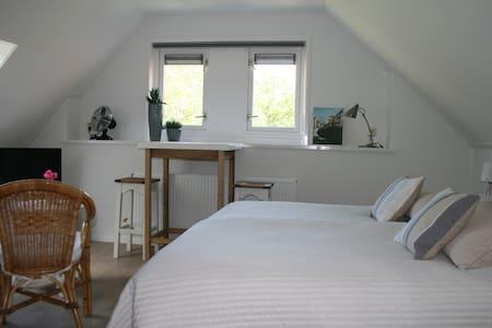 Bovenkamer (voor) De Borg: knus, licht, landelijk - Winterswijk Ratum - Szoba reggelivel