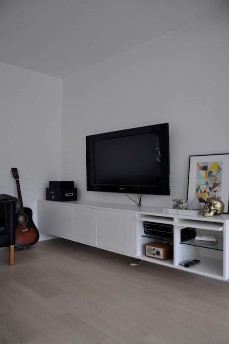 Flat screen TV and radio/ docking station