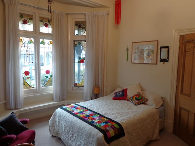 Delightful room + bath near vibrant Chapel Street - Windsor - Haus