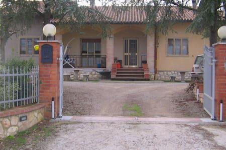 Camera doppia in casa di campagna - Chiusi - House