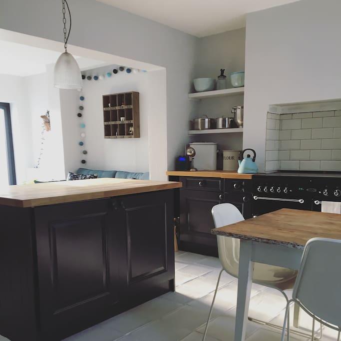 Kitchen diner - range oven