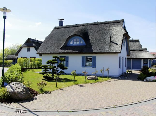 Romantic Luxory Thatched Cottage - Glowe - Talo
