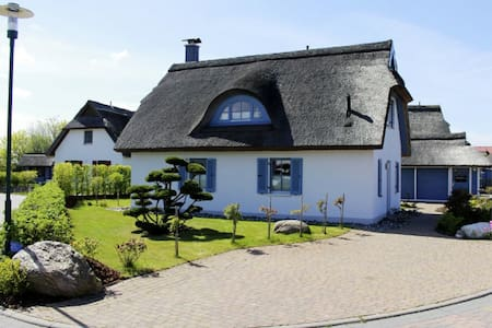 Romantic Luxory Thatched Cottage - Glowe