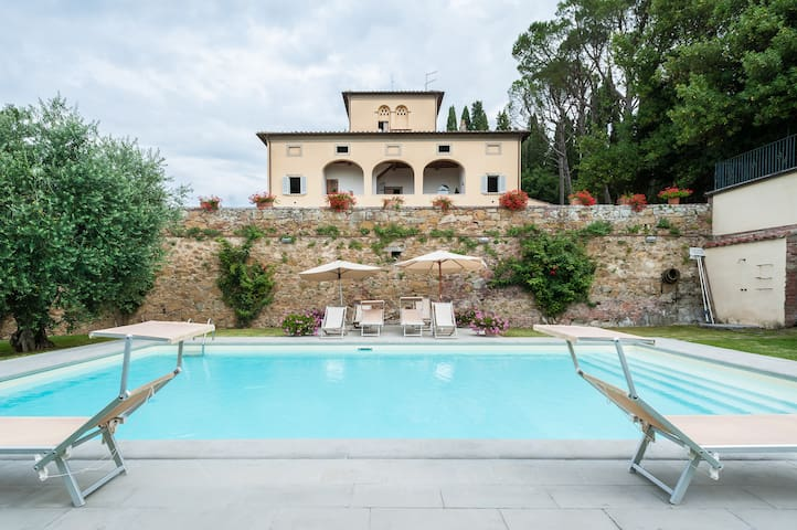 Magnificent 1700's villa in Tuscany