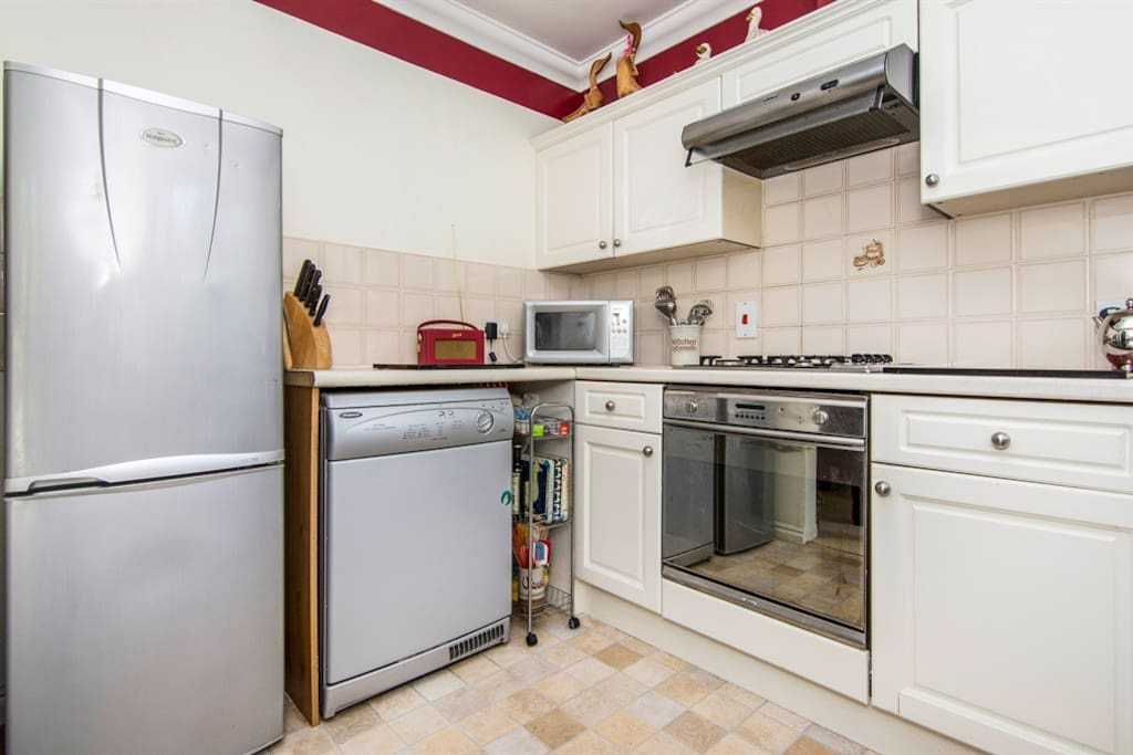 Fully fitted kitchen with all you need