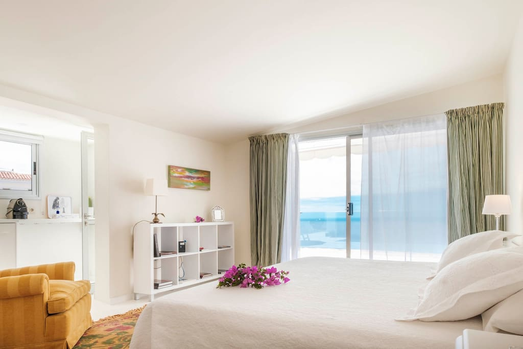 Bedroom and seaview