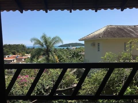 Casa com vista para o mar e Ilha de Porto Belo