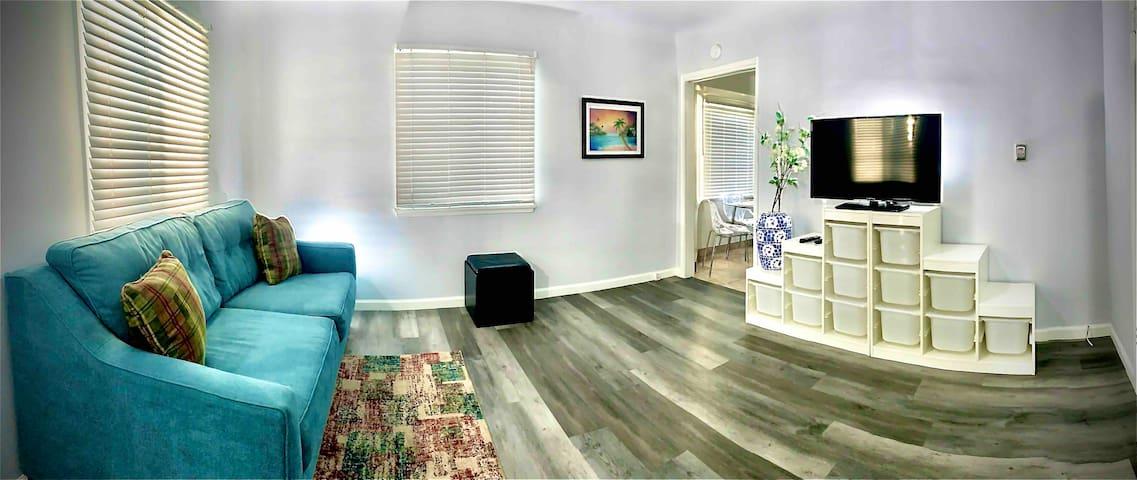 Upgraded private home near all LA & OC attractions