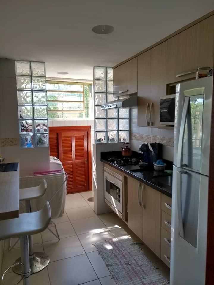 Apartamento confortável em área residencial de POA