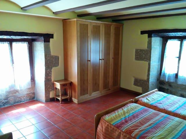 CQ15-habitacion cuadruple con baño - Grañón - Rumah