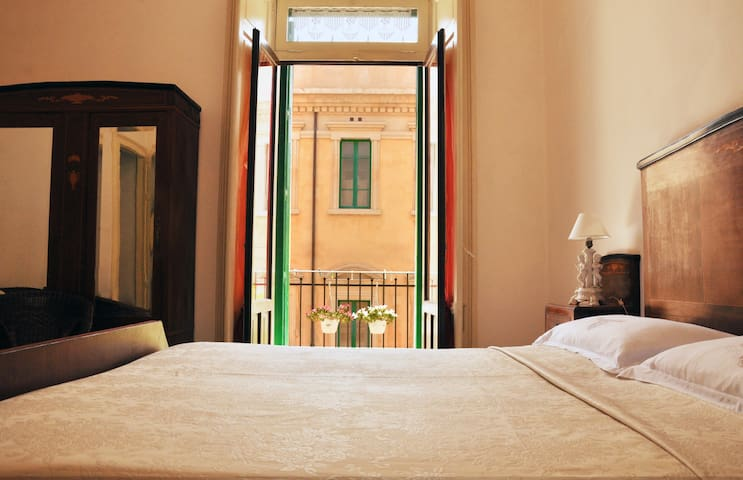 Authentic apartment in the heart of Noto