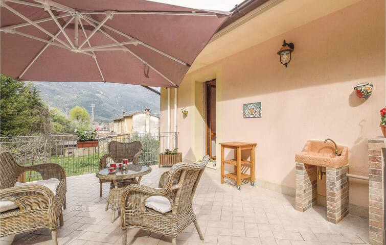 Semi-Detached with 3 bedrooms on 110m² in Camaiore -LU-