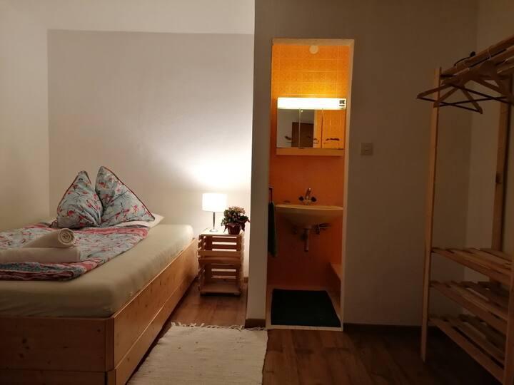 Zimmer mit Duschecke + Fahrrad (Nr.1)
