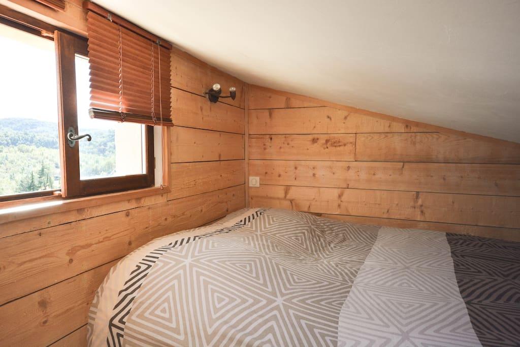 chambre familiale aux gites du lac chambres d 39 h tes louer montauroux provence alpes c te. Black Bedroom Furniture Sets. Home Design Ideas