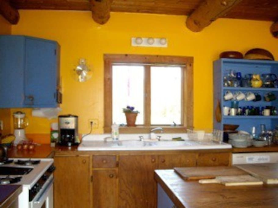 Spacious, well-equipped kitchen
