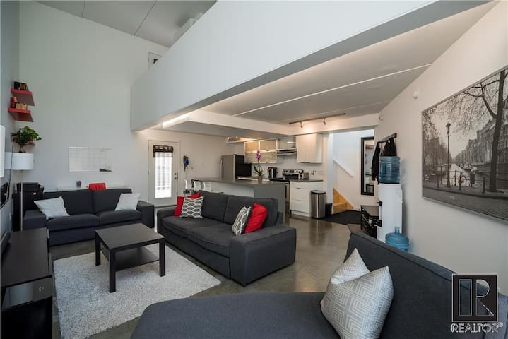 Modern Loft Condo - West End - Free Parking