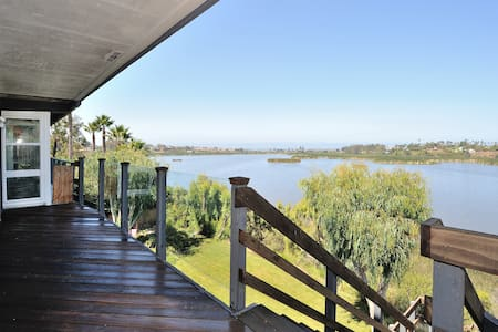 2BR Private Floor, Waterfront View!