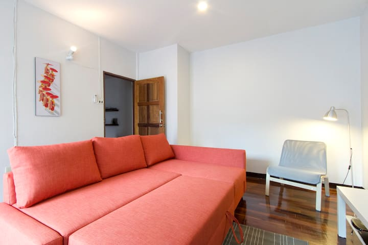 Master room in a beautiful townhouse downtown - Bangkok - House