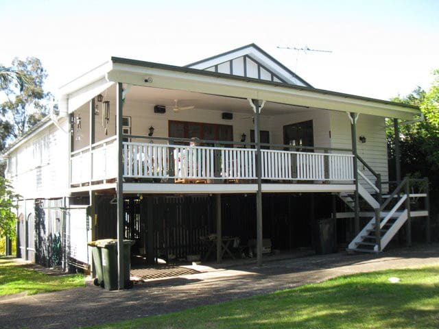 Typical Ashgrovian Queenslander! - Ashgrove - Hus