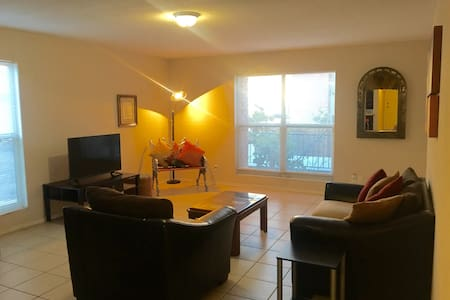 Spacious Comfy 2-Bedroom Condo, Mission Hills EPTX - El Paso