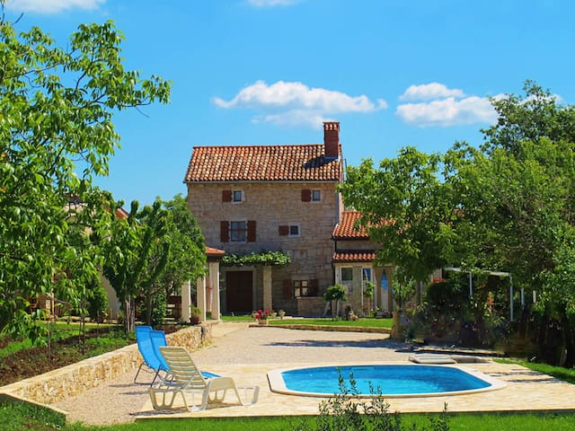 Beautiful traditional stone house Jadranka with pool and lovely garden area