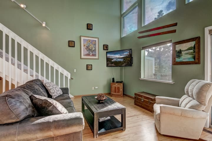OPEN! Tranquil 2BR + Loft w/views near Hiking!