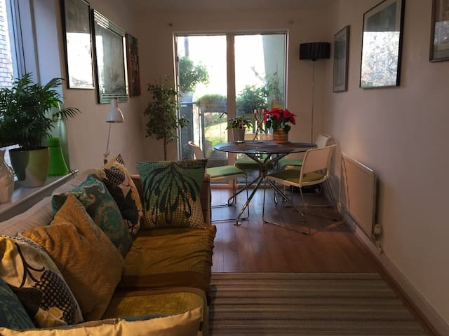 Modern spacious room (City of London & West End)