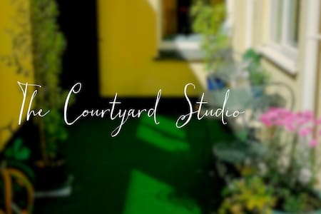 The Courtyard Studio, Hayle (Private Parking)