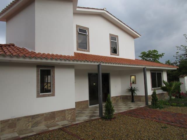 Casa en conjunto cerrado - Arbeláez - Casa