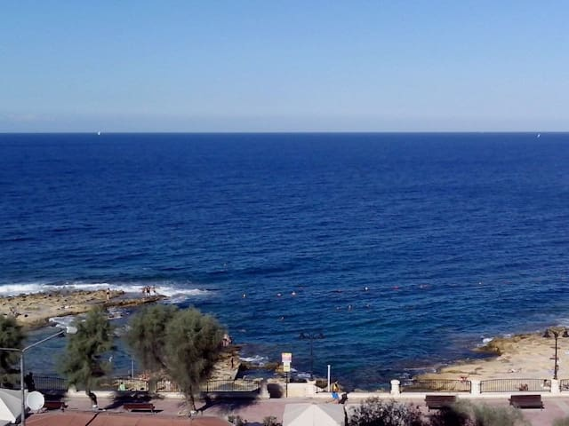 Sea-front Double Bedroom + Bathroom En-Suite - Sliema - Appartement