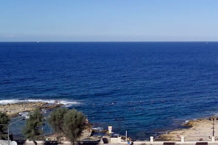 Sea-front Double Bedroom + Bathroom En-Suite - Sliema - Apartment