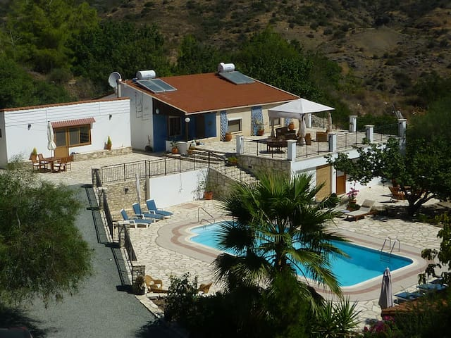 Enjoy Peace and Quiet at Cyprus Country Holidays - Vavla - บังกะโล