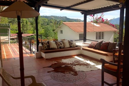 Cozy country house 2 hours and a half form Bogotá - Anolaima - 自然小屋