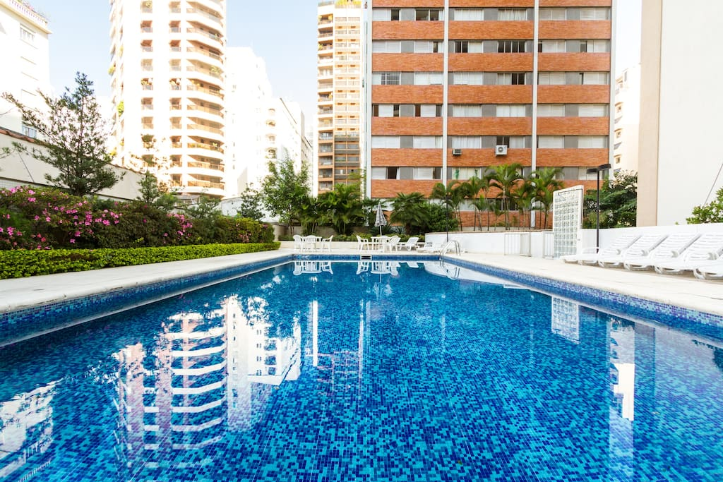 Piscina no predio / swimming pool in the building