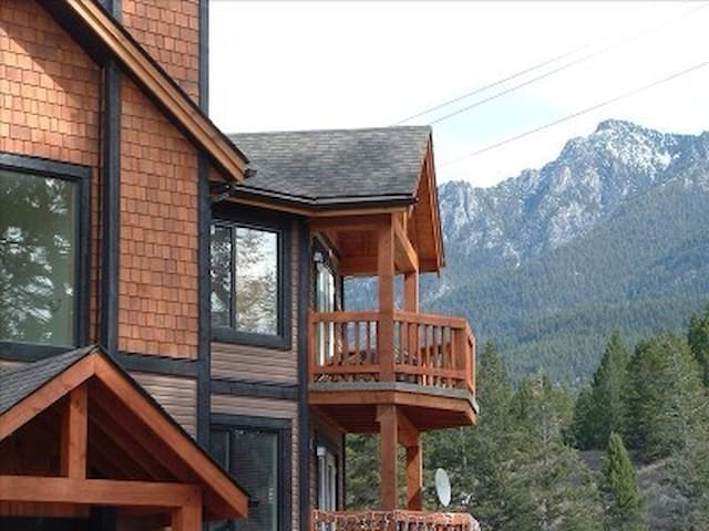 Mountain Style Top Floor 2 Bedroom  - Radium Hot Springs - Appartement