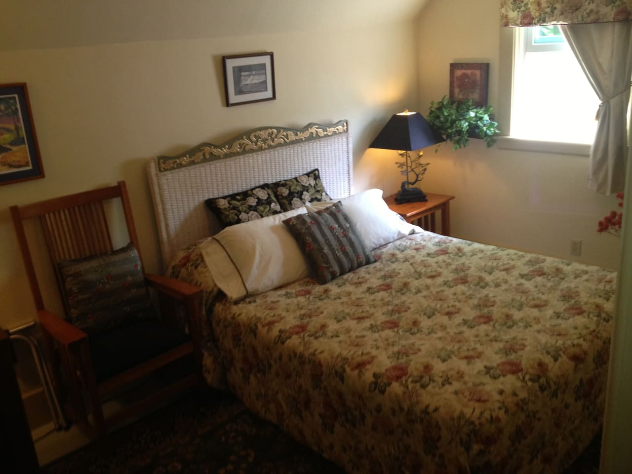 The Garden Room is nicely furnished, cozy and has a Queen Bed and AC