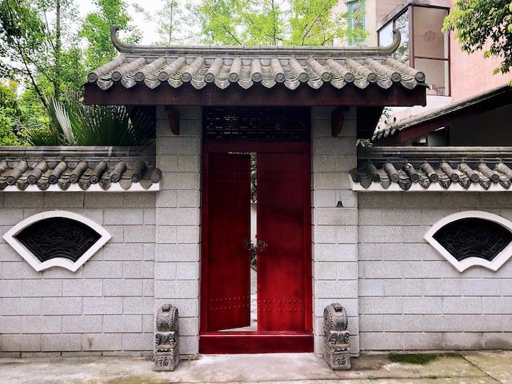 道温泉旁の青城山中式庭院禅意别墅 心静即是欢喜