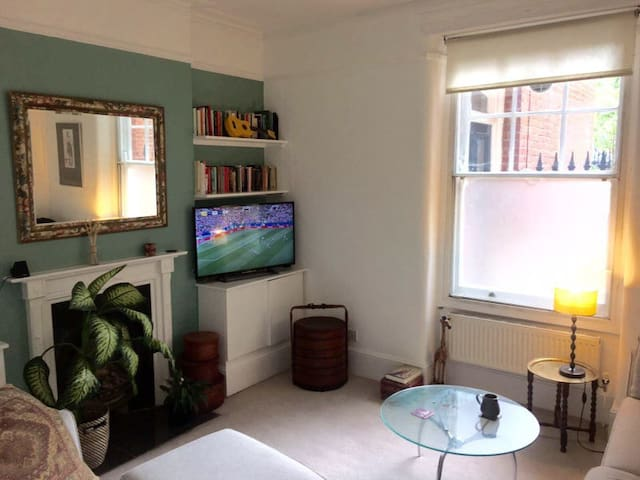 Lovely Double Room in Victorian Mansion Block