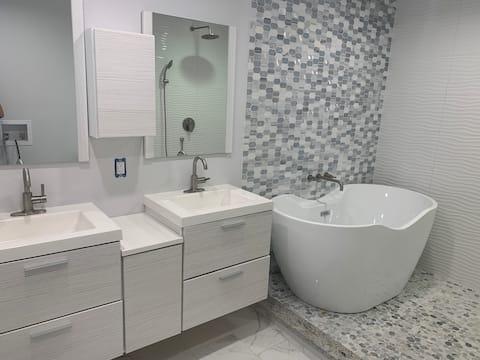 🐾 Rockys Place:Luxury bathroom & Large fenced yard