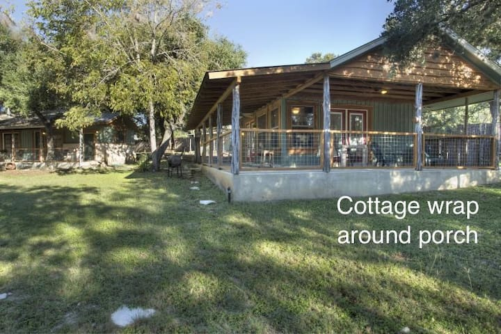 Cottage-walk to the square & Blanco River access