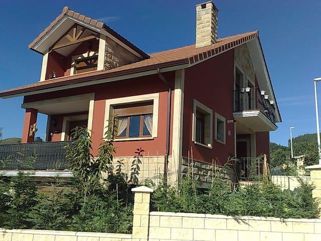 Casa en zona rural a 10 km laredo - Nates - Rumah