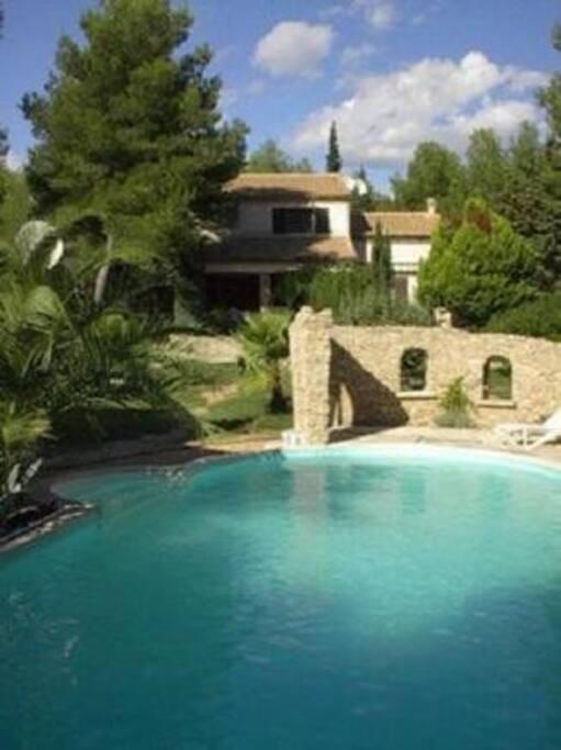 Lovely villas provencals near alpilles 20 sleeps for Beaucaire piscine