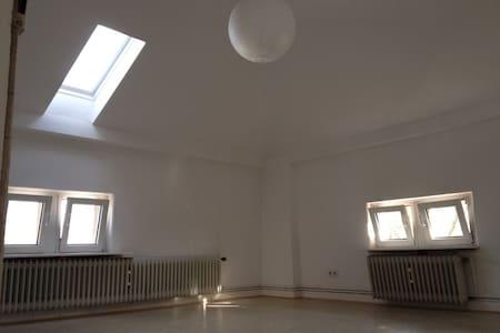 Schönes, helles Zimmer in netter WG - Giessen - Dům
