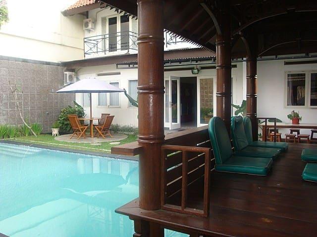 Rumah Anda Guest House - Bandung - Bed & Breakfast