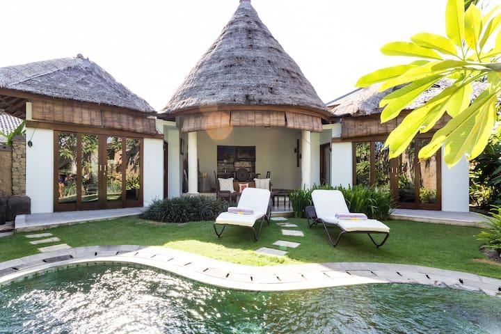 YAK Orchid Private 2-Bed Pool Villa - North Kuta - Casa