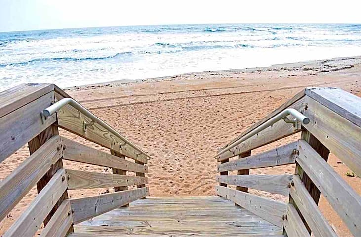 Beach front condo , walk to the beach