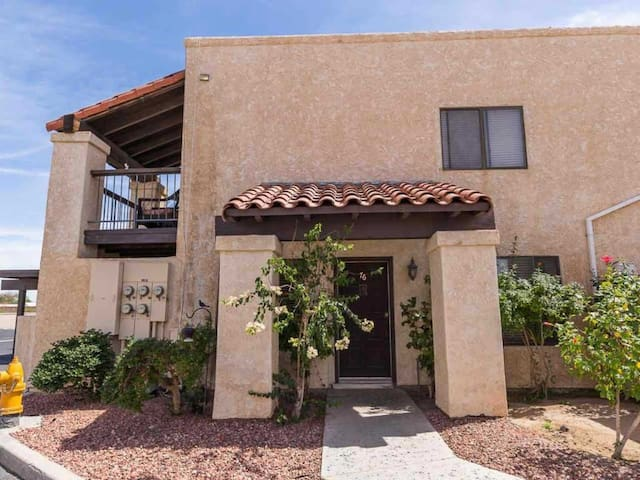 Entire centrally located Townhouse in Yuma