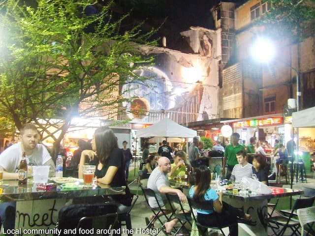 Food park and beer garden right behind the apartment. Open in the evening until late.