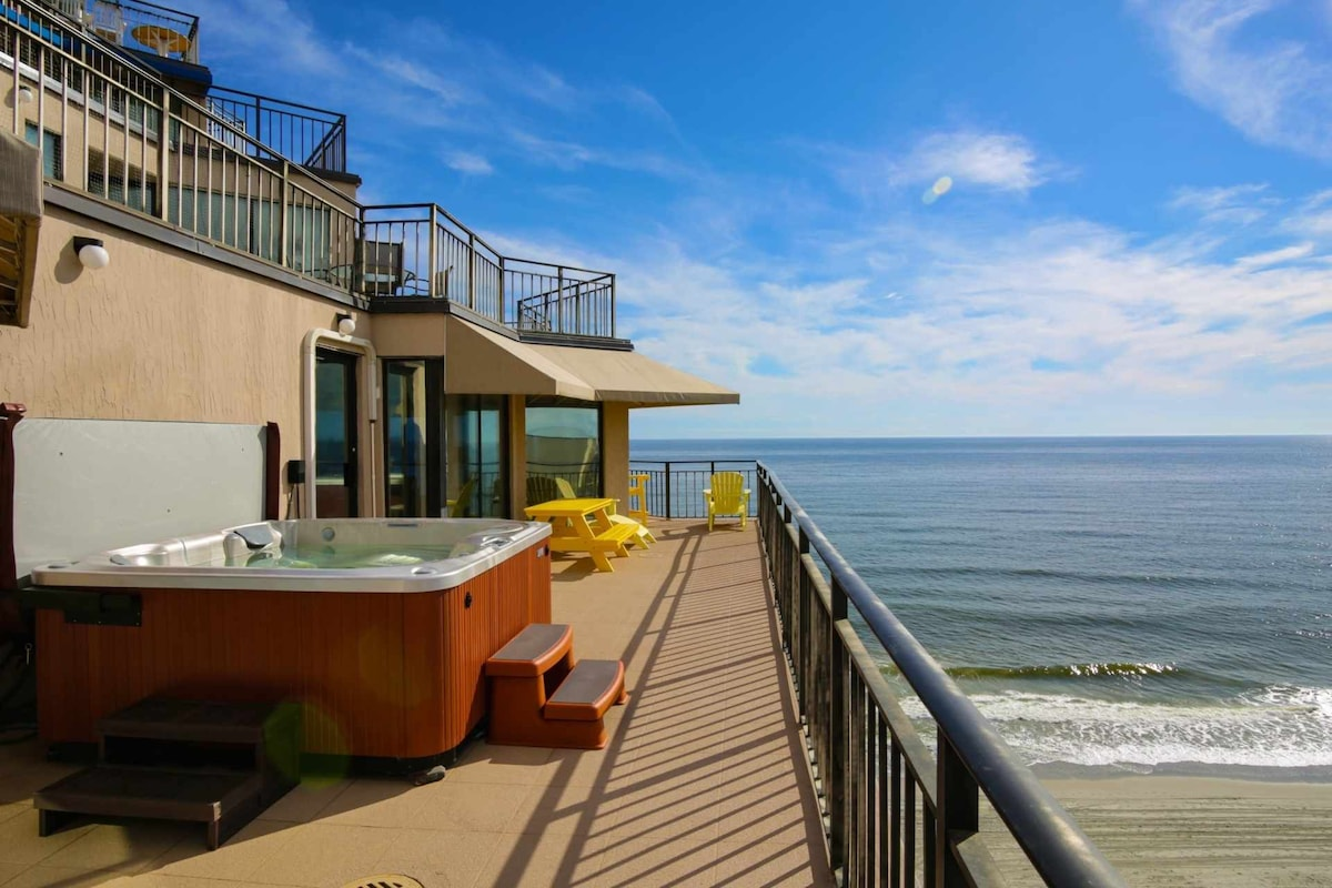 Enjoy The Sweeping Beach View From Your Private Hot Tub, Or Lots Of  Comfortable Balcony